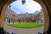 Oxford 2009-03-07. Miasto w południowej Anglli głównie znane jako siedziba Uniwersytetu Oxfordzkiego. Dziedziniec The Hall Lincoln College.