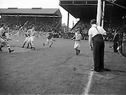 Neg No:.292/4176-4189...1953AIMHCF...06.09.1953, 09.06.1953, 6th September 1953.All Ireland Minor Hurling Championship - Final...Tipperary.8-6.Dublin.3-6....
