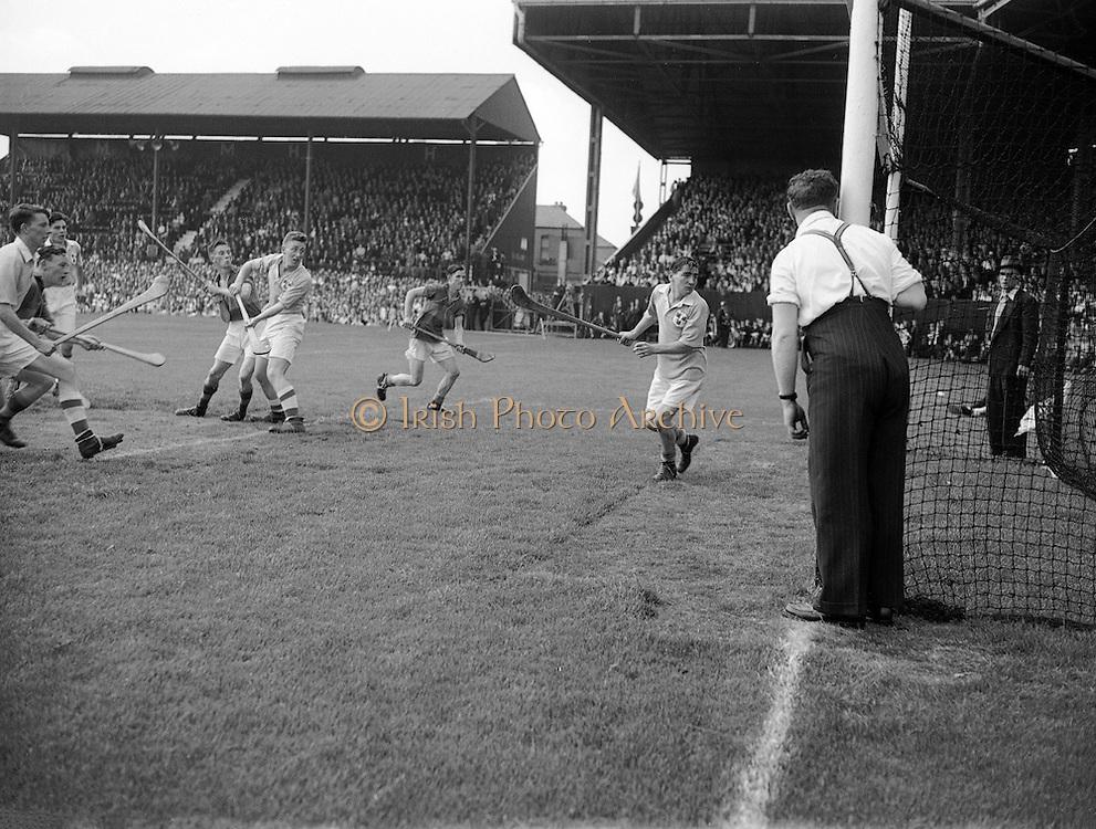 Neg No:.292/4176-4189...1953AIMHCF...06.09.1953, 09.06.1953, 6th September 1953.All Ireland Minor Hurling Championship - Final...Tipperary.8-6.Dublin.3-6....