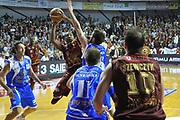 DESCRIZIONE : Venezia Lega A 2012-13 EA7 Umana Venezia Banco Sassari Sardegna<br /> GIOCATORE : keydren clark<br /> CATEGORIA : tiro finale ultimo tiro<br /> SQUADRA : Umana Venezia Banco Sassari Sardegna<br /> EVENTO : Campionato Lega A 2012-2013 <br /> GARA : Umana Venezia Banco Sassari Sardegna <br /> DATA : 21/10/2012<br /> SPORT : Pallacanestro <br /> AUTORE : Agenzia Ciamillo-Castoria/M.Gregolin<br /> Galleria : Lega Basket A 2012-2013  <br /> Fotonotizia : Venezia Lega A 2012-13 Umana Venezia Banco Sassari Sardegna<br /> Predefinita :