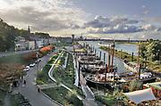 Nederland, Nijmegen, 6-10-2020 Vanwege de coronamaatregelen is het rustig en stille in een bijna lege stad. Bij bed and breakfast, BB, opoe sientje is het stil. Recreatie, ontspanning, bij de waalkade tijdens het zomerfestival de Kaai. Het alternatieve en relaxte terrein onder de Waalbrug van festival de Kaaij waar eten, drinken en zitten bij het water van de rivier de Waal de leukste dingen zijn. Foto: ANP/ Hollandse Hoogte/ Flip Franssen