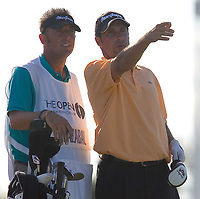 Golf<br /> Foto: SBI/Digitalsport<br /> NORWAY ONLY<br /> <br /> 2005 Open Championship, St. Andrews.<br /> <br /> Saturday 16/07/2005<br /> Jose Maria Olazabal gets advice from caddy