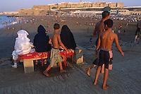 Maoc. Plage de Rabat en aout. // Beach in august, Rabat, Morocco.