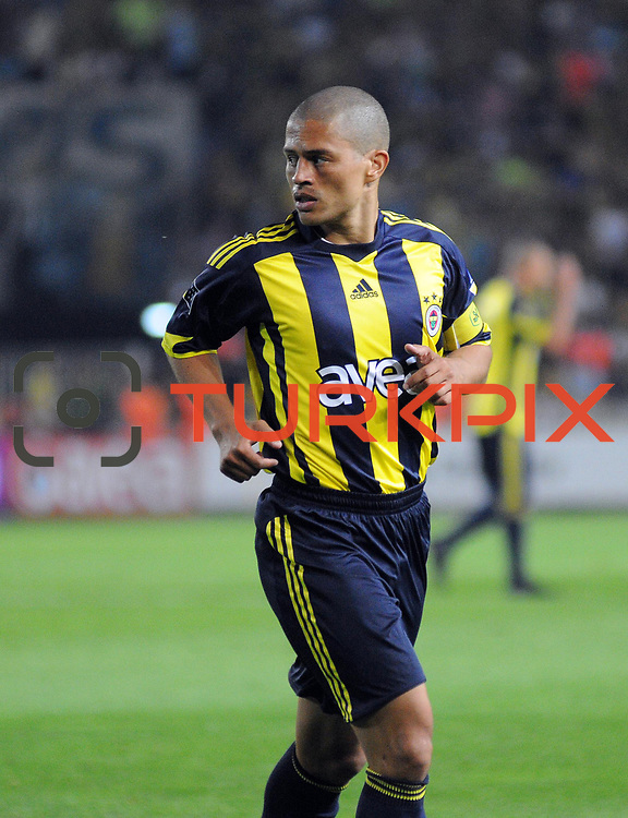 Fenerbahce's Alexsandro de SOUZA during their Turkish superleague soccer derby match Fenerbahce between Trabzonspor at the Sukru Saracaoglu stadium in Istanbul Turkey on Sunday 16 May 2010. Photo by TURKPIX