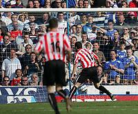 Photo: Lee Earle.<br /> Portsmouth v Sunderland. The Barclays Premiership. 22/04/2006. Sunderland's Tommy Miller scores the opening goal.