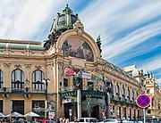 Praga, stolica Czech. 2013-07-23. Fasada Miejskiego Domu Reprezentacyjnego – jedenego z najsłynniejszych secesyjnych budynków w Pradze.