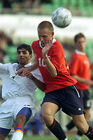 Fotball. EM-kvalifisering U21, Nadderud 1. september 2000. Norge-Armenia. Tommy Øren, Norge i kamp med Ashot Grigoryan, Armenia. Foto: Digitalsport.
