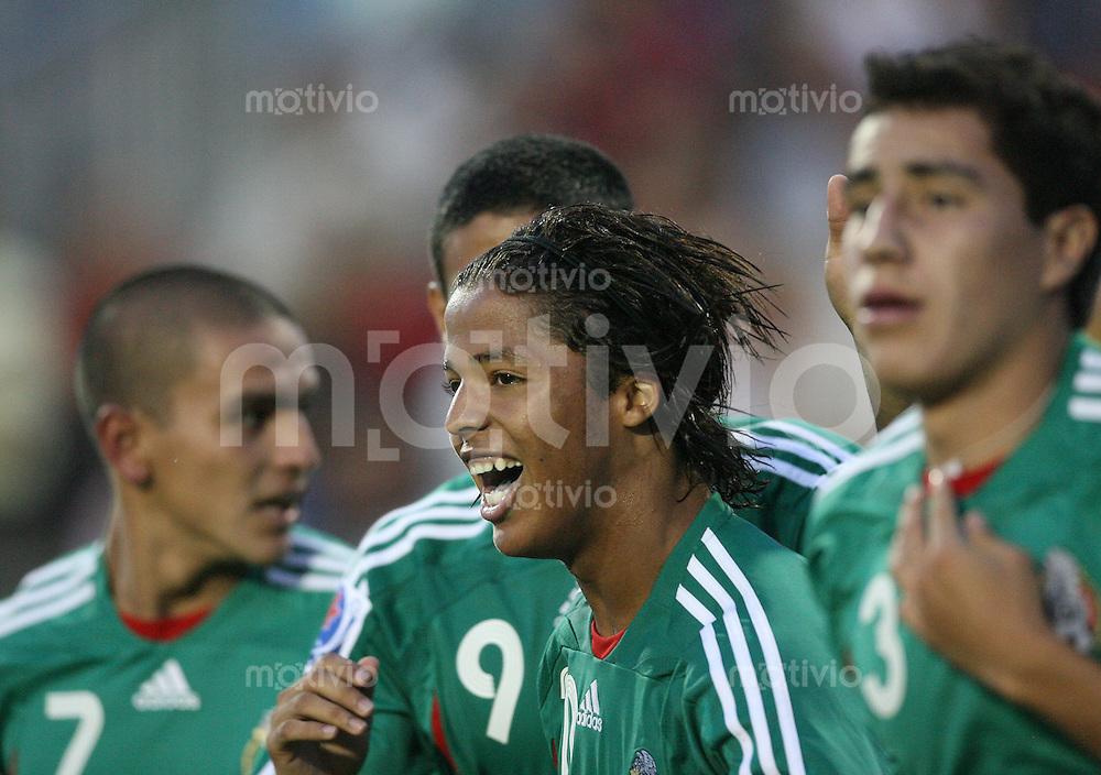 Fussball International U 20 WM  Mexico - Portugal Giovanni DOS SANTOS (MEX) freut sich ueber sein 1:0 .