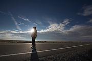 De ochtendwedstrijd op de vierde dag van de WHPSC. In Battle Mountain (Nevada) wordt ieder jaar de World Human Powered Speed Challenge gehouden. Tijdens deze wedstrijd wordt geprobeerd zo hard mogelijk te fietsen op pure menskracht. Ze halen snelheden tot 133 km/h. De deelnemers bestaan zowel uit teams van universiteiten als uit hobbyisten. Met de gestroomlijnde fietsen willen ze laten zien wat mogelijk is met menskracht. De speciale ligfietsen kunnen gezien worden als de Formule 1 van het fietsen. De kennis die wordt opgedaan wordt ook gebruikt om duurzaam vervoer verder te ontwikkelen.<br /> <br /> The morning runs on the fourth day of the WHPSC. In Battle Mountain (Nevada) each year the World Human Powered Speed Challenge is held. During this race they try to ride on pure manpower as hard as possible. Speeds up to 133 km/h are reached. The participants consist of both teams from universities and from hobbyists. With the sleek bikes they want to show what is possible with human power. The special recumbent bicycles can be seen as the Formula 1 of the bicycle. The knowledge gained is also used to develop sustainable transport.