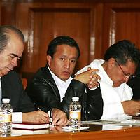 Toluca, México.- Joel Canseco Cruz, representante del PT ante el IEEM durante el  anuncio de la integración del Frente Amplio Opositor por la Defensa del Petróleo, anunciando una gran movilización para el próximo 6 de octubre.  Agencia MVT / José Hernández