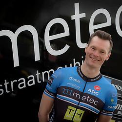 26-02-2016: Wielrennen: Persmoment Metec CT: Arnhem<br />ARNHEM (NED) wielrennen<br />Arno van der Zwet terug in het peloton na een zware blessure