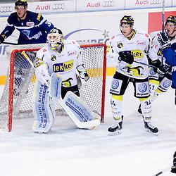 34 Kyle Sonnenburg (Spieler Krefeld Pinguine), 31 Patrick Galbraith (Spieler Krefeld Pinguine), 41 Timothy Hambly (Spieler Krefeld Pinguine), 10 Darryl Boyce (Stuermer ERC Ingolstadt), 39 Thomas Greilinger (Stuermer ERC Ingolstadt) beim Spiel in der DEL, ERC Ingolstadt (blau) -  Krefeld Pinguine (weiss).<br /> <br /> Foto © PIX-Sportfotos *** Foto ist honorarpflichtig! *** Auf Anfrage in hoeherer Qualitaet/Aufloesung. Belegexemplar erbeten. Veroeffentlichung ausschliesslich fuer journalistisch-publizistische Zwecke. For editorial use only.