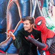 NLD/Amsterdam/20190702 - Filmpremiere Spider-man: Far From Home, Buddy vedder met Spiderman