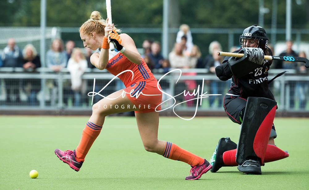 SCHIEDAM -Margot van Geffen (Ned) met Elena SOTGIU (Bel)  bij  het nemen van shoot outs ,   na de oefenwedstrijd tussen  de dames van Nederland en Belgie , in aanloop naar het  EK Hockey, eind augustus in Amstelveen. COPYRIGHT KOEN SUYK