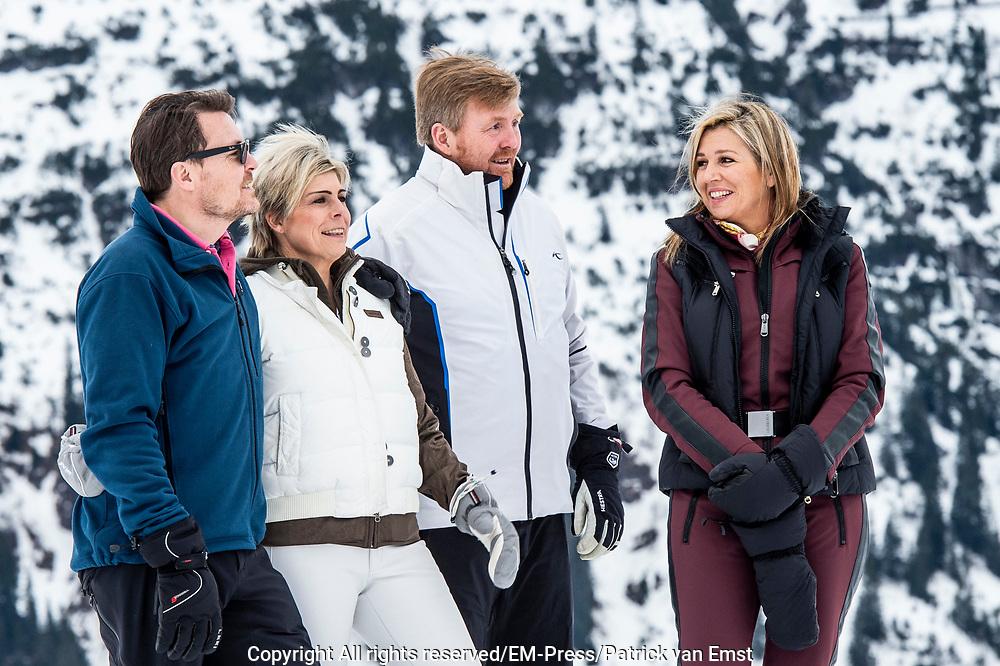 Fotosessie met de koninklijke familie in Lech /// Photoshoot with the Dutch royal family in Lech .<br /> <br /> Koningin Maxima, Koning Willem Alexander,  Prins Constantijn en Prinses Laurentien