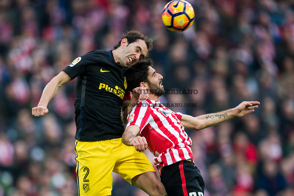 BILBAO, SPAIN - JANUARY 22: Diego Godin of Atletico Madrid competes for the ball with Raul Garcia of Athletic Club  during the La Liga match between Athletic Club Bilbao and Atletico Madrid at San Mames Stadium on January 22, 2017 in Bilbao, Spain.  (Photo by Juan Manuel Serrano Arce/Getty Images)