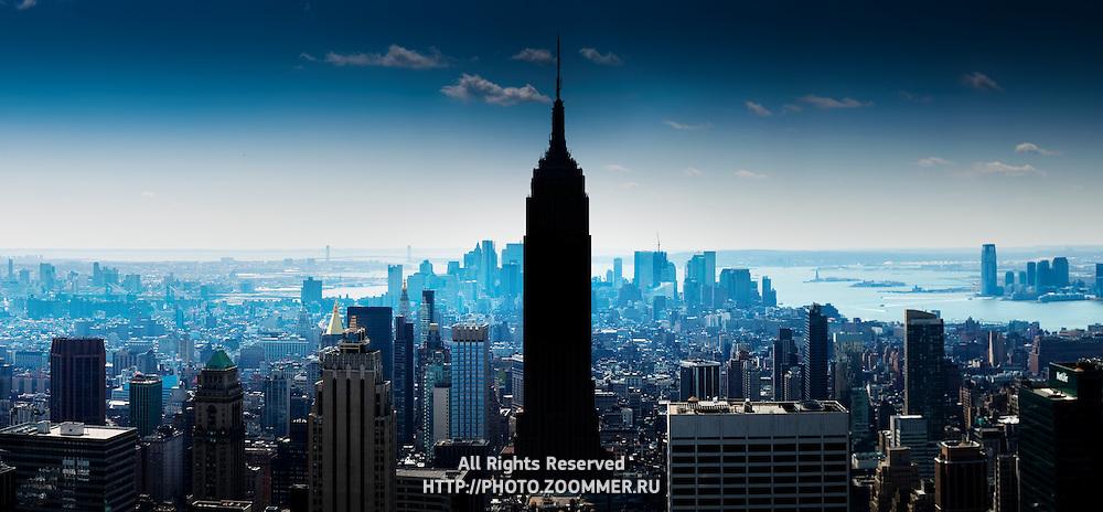 Manhattan panorama with Empire State Building, Hudson river and lower Manhattan skyline (Manhattan Island)