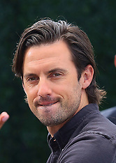 Milo Ventimiglia gives the peace sign while leaving 'Extra!' - 21 May 2019