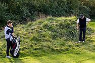 08-10-2017 - Foto van de finaledag van de Dutch Masters 2017, een European Senior Tour Event. Gespeeld op The Dutch in Spijk van 6 t/m 8 oktober.  Andrew Oldcorn in de problemen onder het toeziend oog van caddie Bruce Lancaster