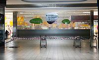 Bialystok, 07.04.2020. Z powodu epidemii koronawirusa do sklepow wpuszczanych jest jednoczesnie kilkanascie osob N/z wygrodzona czesc hipermarketu Auchan fot Michal Kosc / AGENCJA WSCHOD