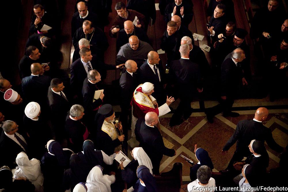 14092012. Liban. Visite du Pape Benoît XVI au LIban. 1er jour. Cérémonie à l'arrivée à l'aéroport de Beyrouth en présence du président libanais Michel Sleiman. Visite à la Basilique Saint-Paul de Harissa et signature de l'Exhortation apostolique post-synode.