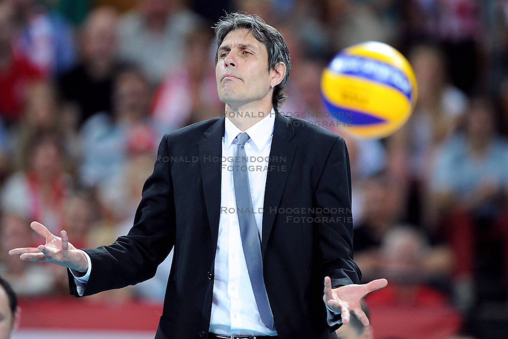 06.09.2014, Jahrhunderthalle, Breslau, POL, FIVT WM, Argentinien vs Australien, Gruppe A, im Bild TRENER ( HEAD COACH ) JON EMILI URIARTE // during the FIVB Volleyball Men's World Championships Pool A Match beween Argentina and Australia at the Centennial Hall in Wroclaw, Poland on 2014/09/06. EXPA Pictures © 2014<br /> <br /> *** NETHERLANDS ONLY ***