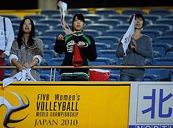 07-11-2010 VOLLEYBAL: WORLD CHAMPIONSHIP: PERU - KOREA: TOKYO<br /> Korea beat Peru with 3-1 / Support for Korea<br /> ©2010-WWW.FOTOHOOGENDOORN.NL