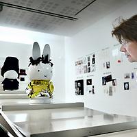 Nederland, Utrecht , 31 maart 2011..Het dick bruna huis in Utrecht viert dit jaar - het Jaar van het Konijn - haar 5-jarig jubileum! Speciaal voor deze feestelijke gelegenheid heeft het Centraal Museum nationale en internationale modeontwerpers gevraagd een feestjurk te ontwerpen voor nijntje. Ontwerpers, onder wie Saskia van Drimmelen, Claes Iversen, Jan Taminiau, het Britse Boudicca en het Japanse Minä Perhonen, werken aan een ontwerp voor een nijn van 40 cm. hoog, waarbij ze zich laten inspireren door het werk van nijntjes geestelijke vader Dick Bruna. Dick Bruna zelf heeft op papier een nieuwe feestjurk ontworpen, evenals Piet Paris. De illustraties en de modeontwerpen worden vanaf 1 april 2011 getoond in de nieuwe presentatie nijntje in de mode, samen met ruim 100 modegerelateerde werken uit het oeuvre van Dick Bruna..?..Foto:Jean-Pierre Jans