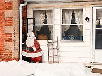 https://Duncan.co/wooden-santa-and-facade