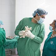 CAPTION: Dr Luis González in conversation with a nurse Elia Yolanda upon completion of the marking procedure. LOCATION: Hospital Escuela, Tegucigalpa, Honduras. INDIVIDUAL(S) PHOTOGRAPHED: From left to right: Vanessa Salgado, Dr Luis González and Elia Yolanda Sierra.