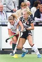 VUGHT - Hockey- Duel tussen A'dam speelster Lauren Stam (r) en Rosalie de Beer van MOP  tijdens de hoofdklasse hockeywedstrijd tussen de vriouwen van MOP en Amsterdam (2-1). FOTO KOEN SUYK