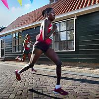 Nederland, Amsterdam, 21 september 2014.<br /> Dam tot Dam loop 2014.<br /> De eerste Afrikaanse dames dartelen over de Landsmeerderdijk.<br /> Foto:Jean-Pierre Jans