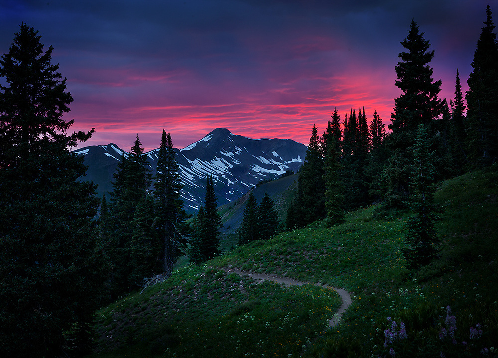 I hadn't planned on making another photo while hiking out of the Elk Mountains, but how could I say no to this raging sunset that materialized before my eyes!