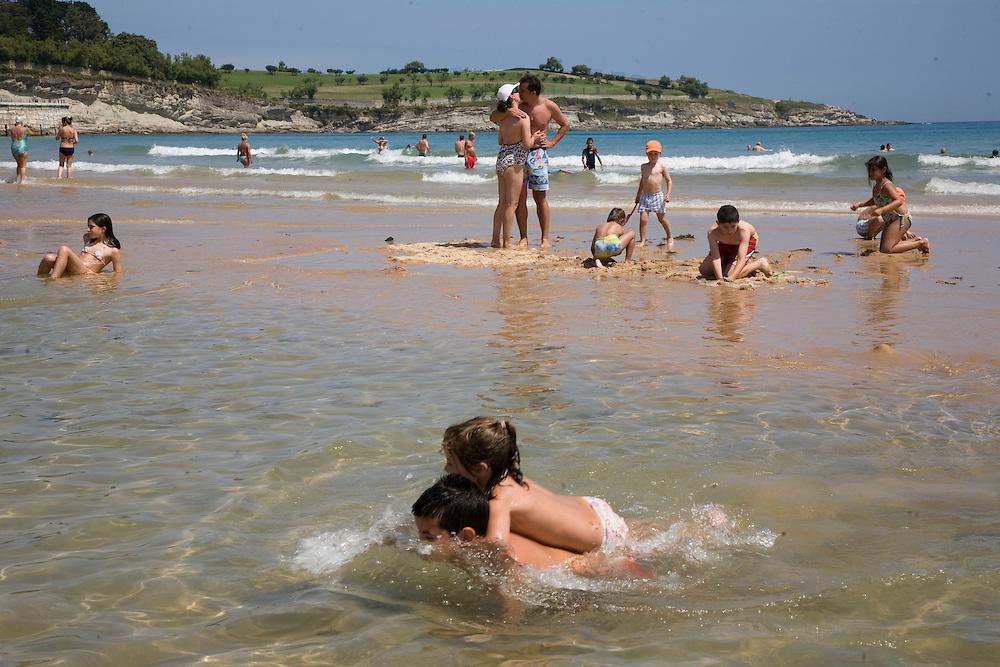 29 / JULIO / 2008  Santander<br /> Amor en una isla<br /> <br /> © JOAN COSTA