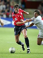 Fotball<br /> VM-kvalifisering<br /> Norge v Hviterussland<br /> Ullevaal stadion<br /> 8. september 2004<br /> Foto: Digitalsport<br /> Claus Lundekvam, Norge, og Andrei Lavrik, Hviterussland