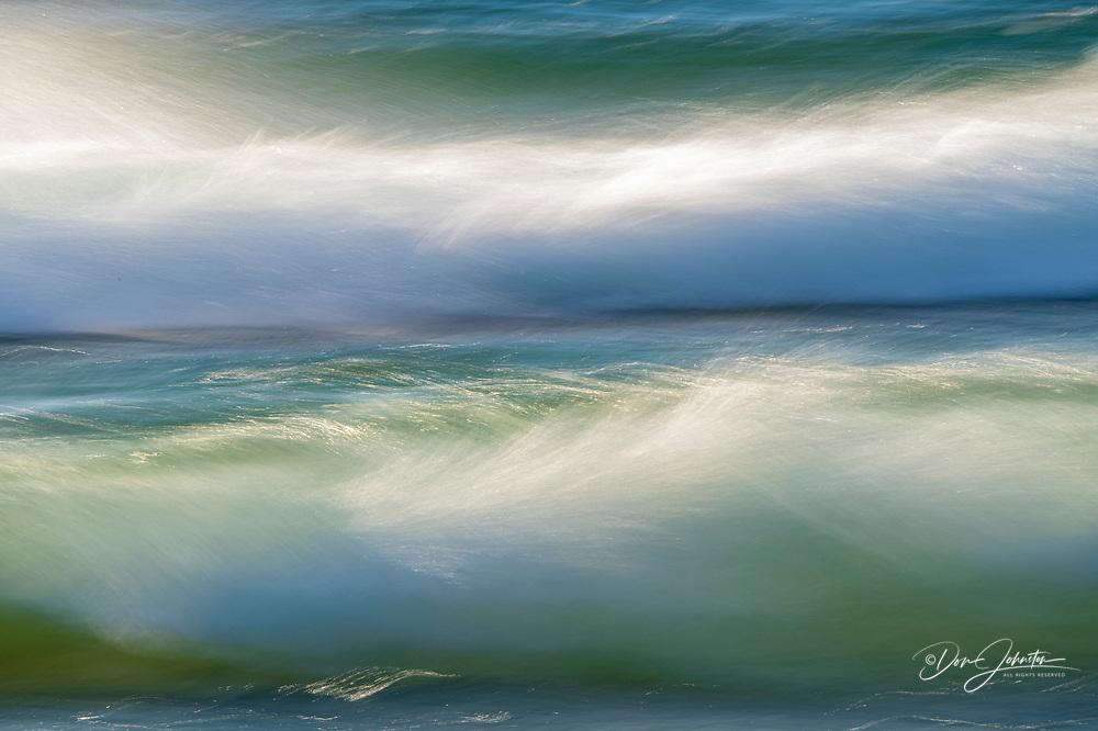Lake Superior waves crashing on Old Woman Bay, Lake Superior Provincial Park, Ontario, Canada