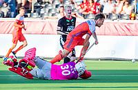 ANTWERPEN -  Jeroen Hertzberger (Ned) gaat hard onderuit door goalkeeper Victor Aly (Ger) en krijgt een strafbal waaruit Nederland op 0-3 komt, tijdens  de troostfinale mannen om de derde plaats, Duitsland-Nederland (0-4) ,  bij het Europees kampioenschap hockey.  COPYRIGHT KOEN SUYK