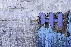 STACCIONATA IN LEGNO UTILIZZATA COM STRUTTURA DEL CARRO ALLEGORICO.<br /> Il carnevale di Gallipoli è tra i più noti della Puglia. La sua tradizione è antichissima ed è documentata, oltre che in atti e documenti settecenteschi, anche da radici folcloristiche che affondano le origini in epoca medioevale, tramandate fino ad oggi dallo spirito popolare. La prima edizione (per come la conosciamo) risale al 1941; nel 2014 sarà l'edizione numero 73.<br /> La manifestazione carnascialesca è organizzata dall' Associazione Fabbrica del Carnevale, nata nel febbraio 2013 con la finalità diorganizzare, promuovere e riportare in auge il Carnevale della Cittàdi Gallipoli. L'Associazione raccoglie al suo interno i maestri cartapestai Gallipolini e tanti giovani artisti, che vogliono valorizzare il Carnevale della città bella. Presidente dell'Associazione è Stefano Coppola.<br /> La manifestazione ha inizio il 17 gennaio, giorno di sant'Antonio Abate (te lu focu = del fuoco), con la Grande Festa del Fuoco, quando si accende con la tradizionale focara, un grande falò di rami d'ulivo. L'ultima domenica di carnevale e il martedì grasso lungo corso Roma, nel centro cittadino, si svolge la sfilata dei carri allegorici in cartapesta e dei gruppi mascherati corso Roma davanti a migliaia di spettatori provenienti da tutta la provincia di Lecce e da città pugliesi. Il tema dell'edizione di quest'anno è un omaggio a Walter Elias Disney.<br /> <br /> WOODEN FENCE STRUCTURE OF FLOAT.<br /> The Carnival of Gallipoli is among the best known of Puglia. Its tradition is very old and is documented , as well as records and documents in the eighteenth century , as well as folkloric roots that sink their roots in medieval times , handed down today by the popular spirit . The first edition dates back to 1941 and in 2014 will be the edition number 73 .<br /> The carnival is organized by the Association of Carnival Factory , founded in February 2013 with the objective to organize, promote and revive the 