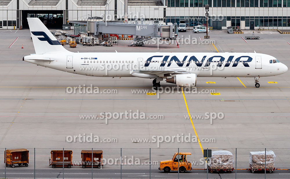 THEMENBILD - ein Airbus A321 der finnischen Fluglinie Finnair mit der Kennung OH-LZB am Rollfeld beim Terminal, aufgenommen am 13. April 2017, Flughafen München, Deutschland // an Airbus A321 of the Finnish Airline Finnair with the registration number OH LZB at the Terminal after Landing at the Munich Airport, Germany on 2017/04/13. EXPA Pictures © 2017, PhotoCredit: EXPA/ JFK