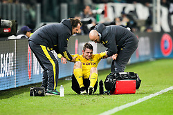 24.02.2015, Juventus Stadium, Turin, ITA, UEFA CL, Juventus Turin vs Borussia Dortmund, Achtelfinale, Hinspiel, im Bild Lukasz Piszczek #26 (Borussia Dortmund) wird verletzt vom Platz geholfen // during the UEFA Champions League Round of 16, 1st Leg match between between Juventus Turin and Borussia Dortmund on at the Juventus Stadium in Turin, Italy on 2015/02/24. EXPA Pictures © 2015, PhotoCredit: EXPA/ Eibner-Pressefoto/ Kolbert<br /> <br /> *****ATTENTION - OUT of GER*****