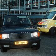 Bevalling Linda de Mol, dochter Noah Vahle - de Mol in de auto bij het huis in Loenen aan de Vecht