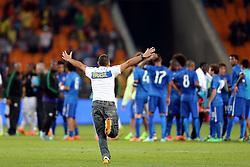 Torcedor da Seleção Brasileira de Futebol após amistoso contra África do Sul, no estádio Soccer City, em Joanesburgo. FOTO: Jefferson Bernardes/ Agência Preview