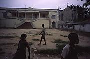 Children in front of Ilha de Mozambique Court