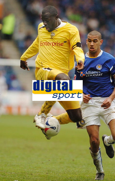 Photo: Leigh Quinnell.<br /> Leicester City v Preston North End. Coca Cola Championship. 15/04/2006. Prestons Patrick Agyemang collects the ball from Leicesters Patrick Kisnorbo.