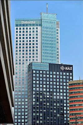 Nederland, Netherlands, Rotterdam, 2-5-2015Bebouwing van de Kop van Zuid, wilhelminakade,  hoogbouw.District Kop van Zuid with  high-rise buildings. Building deloitte en tuoch, hoogste gebouw van nederland.FOTO: FLIP FRANSSEN/ HOLLANDSE HOOGTE