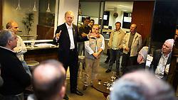 O candidato à reeleição pelo PDT em Porto Alegre, José Fortunati, durante encontro com o Clube de Jipeiros. FOTO: Jefferson Bernardes/Preview.com