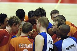 16-09-2006 BASKETBAL: NEDERLAND - ALBANIE: NIJMEGEN<br /> De basketballers hebben ook hun vierde wedstrijd in de kwalificatiereeks voor het Europees kampioenschap in winst omgezet. In Nijmegen werd een ruime overwinning geboekt op Albanie: 94-55 / Sander van der Holst en Sydmill Harris<br /> ©2006-WWW.FOTOHOOGENDOORN.NL