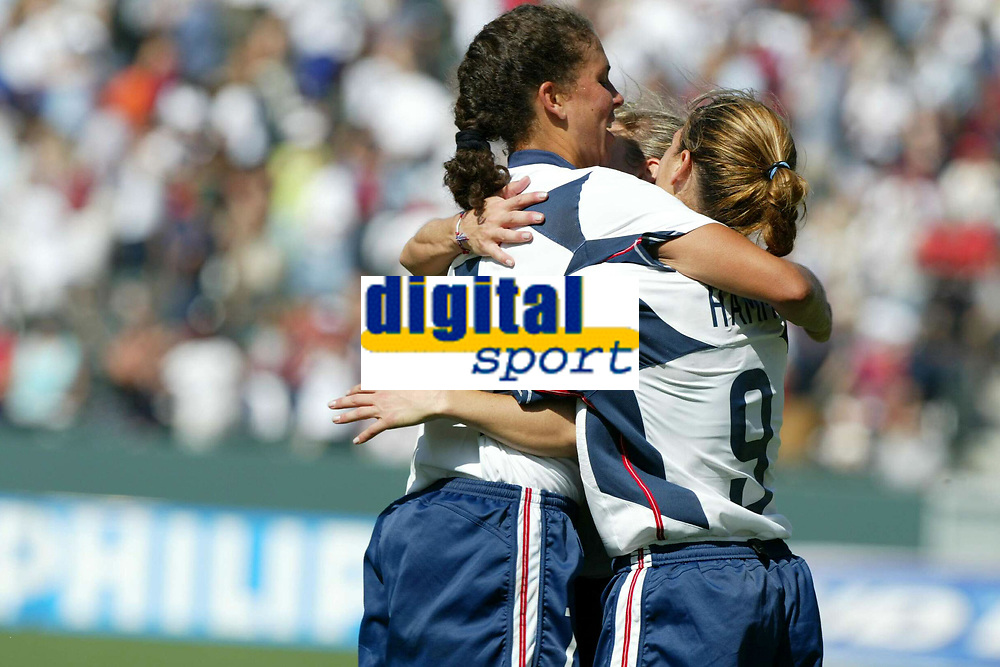 Fotball<br /> VM kvinner 2003<br /> Foto: Digitalsport<br /> Norway Only<br /> <br /> FOOTBALL - FEMALE WORLD CUP 2003 - 3RD PLACE - 031011 - USA v CANADA - USA JOY<br /> PHOTO ALAIN GADOFFRE