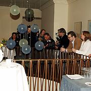 NLD/Amsterdam/20060413 - Persconferentie Edwin de Roy van Zuydewijn nav uitspraak rechtzaak, pers, media wachten hem op