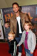 Prinses Maxima en haar drie dochters bij premiere Fantasia de Muisical<br /> <br /> Op de foto: Charly Luske en kinderen